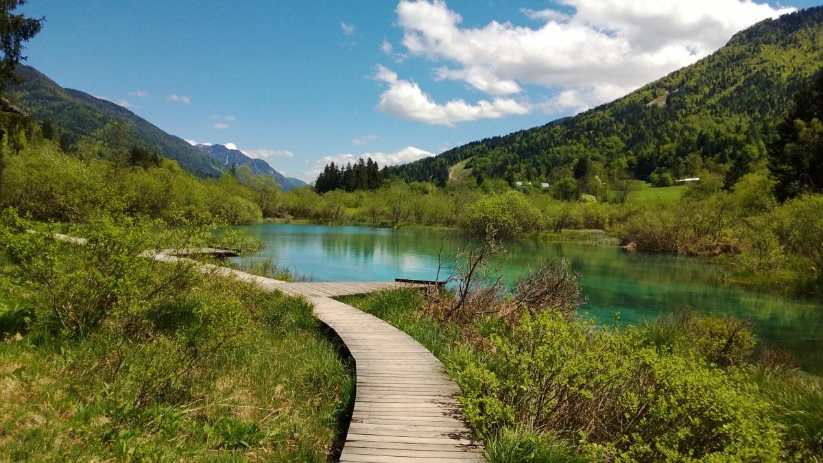 SLOVENIJA: Prekrasen slap Nadiža in smaragdni Zelenci
